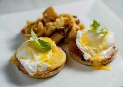 MUSTANG_HARRYS_Eggs_Benedict_1